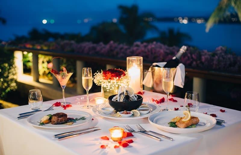 mesa posta para jantar romantica