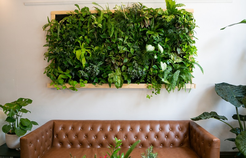 plantas artificiais para sala na parede